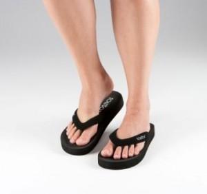 ToeSox-Black-Five-Toe-Sandals-Low-Res-300x282